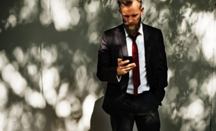 5 Common Texting Mistakes Men Make When Dating